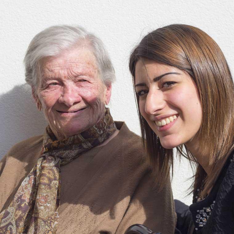 Veronica volontaria di Un Sorriso in Più sorride insieme a Iride